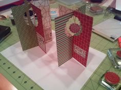 stand up card by northern critters - Cards and Paper Crafts at Splitcoaststampers  Would be fun to try for birthday