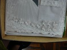 borde con aplicacion  de flores de pergamino