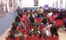 """Esta mañana han participado en el XX Certamen de Poesía para Escolares, los alumnos y alumnas del CEIP Denis Belgrano y del IES Litoral. Han visitado la exposición """"Maria Victoria Atencia, la Reina Blanca de la Poesía"""" y varios de ellos han recitado poesías de nuestra insigne poetisa."""