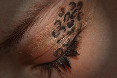 Wish I could pull this look. Cheetah print eye shadow that looks super fierce! #Makeup #Cheetahprint #Eyeshadow