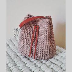 WEBSTA @ malinka_creations - Та-даммм!!!! Новая стильная торба готова!Цвет очень красивый, но сложно передаваемый - пудра, какао, пыльная роза - выбирай любой! Кожаные аксессуары отлично подошли под эту торбочку.Цена 6500рРазмеры 31см×30смТорбу можно дополнить длинной цепью и носить ее, как #crossbody14 мая будет живой мастер-класс по торбе Всех желающих приглашаю. Позже сделаю отдельный пост о МК!Завтра будет готов МК в формате PDF файла!