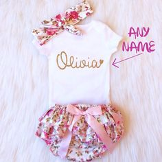 SWEETEST BABY OUTFIT EVER. How Pretty will her name look in this GORGEOUS gold writing?! Perfect for a Photoshoot, Party, baby shower gift or the perfect pretty look for a very special baby girl. Glitter is non shed and will not fall off. ❤️❤️❤️BLOOMERS FIT SIZES 3 MONTHS - 2 YEARS❤️❤️❤️  **Need your item in a HURRY? Have your order bumped ahead of the line by selecting Rushed Processing at checkout! This ensures your order will be made and sent within 2-3 Business Days Choose either a…