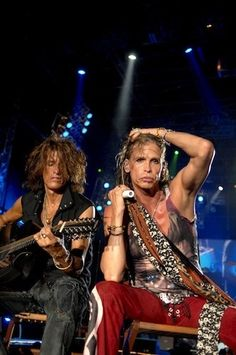 Steven Tyler and Joe Perry performing acoustic.. nice 12-string