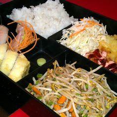 Probando un #bento #japonés simplemente buenazo! #Japanese #food  (en Kaori Sushi Bar)  OSHI !!!