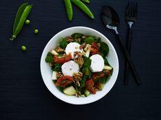 Få 5 nr. af Bolig Magasinet + Royal Copenhagen skål | Bonniershop Royal Copenhagen, Kung Pao Chicken, Caprese Salad, Ethnic Recipes, Insalata Caprese