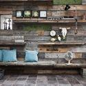 Møbler af genbrugsmaterialer, fremstillet lokalt i vores værksted! - Genbyg Design Pallet wall with shelves and benches built in.