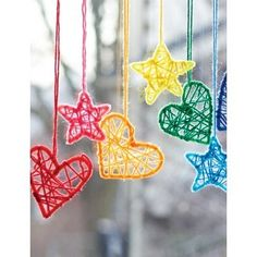 These mini Dream catchers are rather cute. You could create a beautiful display using just the hearts for Valentine's day or tone down the colors for a babies room or toddlers mobile. Cute for Christmas ornaments. -Not really Crochet, but YARN usage! Crafts To Do, Kids Crafts, Craft Projects, Arts And Crafts, Craft Ideas, Magic Crafts, Baby Crafts, Dream Catcher Craft, Dream Catchers