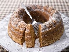 Appelsiinikakku - orange cake, recipe in Finnish - has 1 dl orange marmalade as flavoring. Best after a couple of days. Sweet Recipes, Real Food Recipes, Cake Recipes, Yummy Drinks, Yummy Food, Tasty, Nordic Recipe, Finnish Recipes, Scandinavian Food