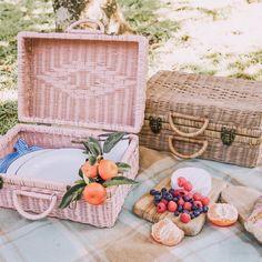 Picnic Date, Beach Picnic, Summer Picnic, Fall Picnic, Country Picnic, Apple Baskets, Book Baskets, Picnic Baskets, Vintage Picnic Basket