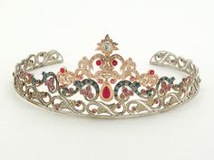 Tiaras and crowns - Dupuis Jewellery Experts BlogDupuis Jewellery Experts Blog