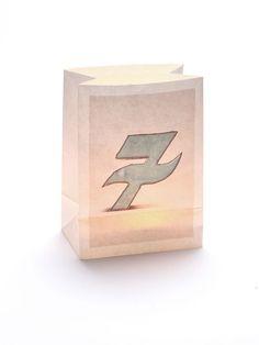 Windlicht Tüte mit der Zahl '7'! Das warme Licht eignet sich wunderbar als alternative Hausnummer für Dämmerung und Nacht oder an Geburtstagen, in Kombination mit einer anderen nummerierten Windlicht!