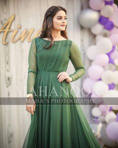 59 ideas for dress hijab party gowns beautiful Pakistani Formal Dresses, Shadi Dresses, Pakistani Wedding Outfits, Pakistani Dress Design, Stylish Dresses For Girls, Wedding Dresses For Girls, Casual Dresses, Fashion Dresses, Women's Fashion