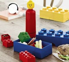 Lunch time is also fun time. Complete your childs lunch with the reusable LEGO Drinking Bottle with the familiar iconic minifigure head.