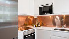 20 Captivating Kitchen Splashback Ideas and Designs to Inspire You - HOME CBF Copper Kitchen, Kitchen Countertops, Kitchen Backsplash, New Kitchen, Kitchen Cabinets, Granite Backsplash, Beadboard Backsplash, Mirror Backsplash, Mosaic Backsplash