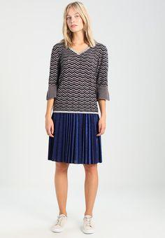 eb688752e1 ¡Consigue este tipo de falda plisada de Mint berry ahora! Haz clic para ver  los