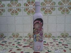 Garrafa na cor lilás decorada com decoupage mãe carinhosa e corações