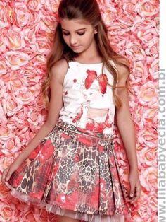 Blusa infantil com saia diforini moda infanto juvenil 120923 Fashion Mode, Tween Fashion, Young Fashion, Little Girl Fashion, Little Girl Dresses, Girls Dresses, Flower Girl Dresses, Toddler Dress, Baby Dress
