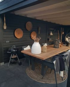 Balkon, Garten, Pflanzen Perhaps, the easiest way to go about examining all of your options, in term Outside Living, Outdoor Living, Contemporary Garden Rooms, Corner Garden, Outdoor Tables, Outdoor Decor, Wooden Pergola, Pergola Designs, Backyard Patio