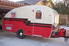 Love these oldies made beautiful again by the sisters on the fly !***Research for possible future project. Schmeltzer Schmeltzer Griffin Moore Moore May Archibald Tiny Trailers, Vintage Campers Trailers, Retro Campers, Vintage Caravans, Camper Caravan, Retro Caravan, Airstream, Old Campers, Happy Campers