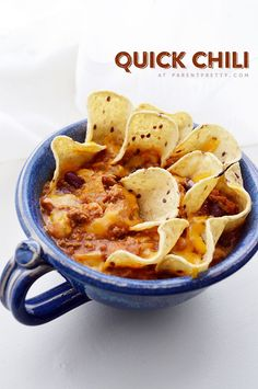 Quick Chili Recipe - It's that time of year. Football, sweaters and warm chili for dinner. You'll love this quick and easy chili recipe!