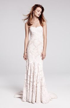 love this lace wedding gown