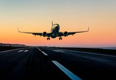 Passenger airplane landing at sunset United Airlines, Bangkok, Airplane Landing, Dslr Background Images, Computer Backgrounds, Florida, Air Travel, My Happy Place, Photo Art