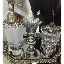 Resultado de imagem para kit lavabo para banheiro de luxo Kits Lavabo, Decorated Liquor Bottles, Glamour Decor, Altered Bottles, Bottle Crafts, Soap Dispenser, Bathroom Accessories, Mason Jars, Perfume Bottles