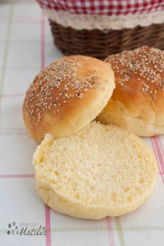 Pan de hamburguesa Biscuit Bread, Pan Bread, Food N, Food And Drink, Fresh Bread, Sin Gluten, Amazing Cakes, Bread Recipes, Catering