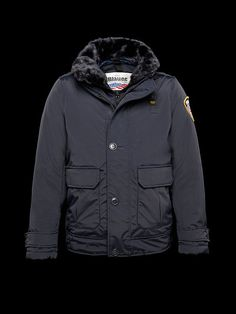 BOSTON BLOUSON The original American law enforcement jacket made of taslan nylon and padded with real down. This technical garment is the ultimate expression of practicality and technology researches to ensure the ultimate in comfort and technical performances in all weather conditions. The jacket is equipped with a double windproof closure and detachable faux fur collar.