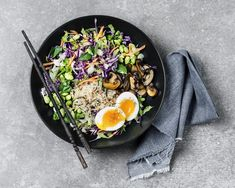 Meet the Okinawa diet Japans answer to the Mediterranean diet Vegetarian Weight Loss Plan, Okinawa Diet, Dieet Plan, No Sugar Diet, Eating Eggs, Lean Protein, High Protein, Base Foods, Mediterranean Diet