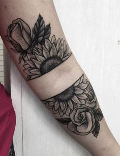 The sunflower tattoo is both aesthetically appealing and symbolically meaningful. That is why it is in big demand in tattooing. The life, happiness, energy is the basis of this magnificent flower. Sunflower Tattoo Meaning, Sunflower Tattoo Simple, Sunflower Tattoo Shoulder, Sunflower Tattoos, Sunflower Tattoo Design, Shoulder Tattoo, Small Flower Tattoos, Small Tattoos, Tattoos For Guys