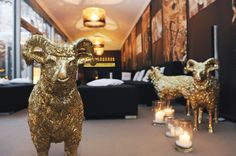Champagne lounge in the garden Champagne, This Is Us, Furniture Design, Lion Sculpture, Lounge, Events, Garden, Travel, Art