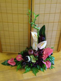 Arranjo Tipíco Madeirense com base Casket Flowers, May Designs, Alice In Wonderland Party, Garden Club, Arte Floral, Floral Arrangements, Flower Arrangement, Ikebana, My Flower