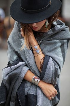 Warm winter layers are perfect for maintaining your boho style even in winter (Pinterest: @OneTribeApparel)