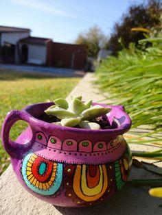 image Painted Plant Pots, Painted Flower Pots, Flower Pot Art, Clay Pot People, Talavera Pottery, Mosaic Pots, Pot Jardin, Clay Pot Crafts, Pottery Designs