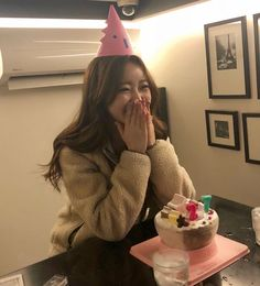 Birthday Friend Cake Best 38 New Ideas Happy Birthday, Friend Birthday, Girl Birthday, Cake Birthday, Korean Birthday, Friends Cake, Ulzzang Korean Girl, Korean Fashion Trends, How To Pose