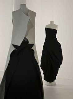 Yohji Yamamoto Dream Shop by Ronald Stoops The V&A presents a retrospective of the visionary Japanese fashion designer Yohji Yamamoto. Yohji Yamamoto, Fashion Art, High Fashion, Fashion Trends, Japanese Fashion Designers, Facon, Mode Inspiration, Mode Style, Fashion Details