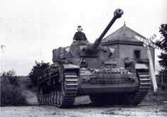 Même photo 22è regiment de la 21è Panzer (dautres disent la voie ferrée Caen Lisieux)