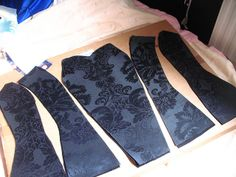 fűző varrása lépésről-lépésre-----how to sew a corset - step by step, pictured!(this is for an accomplished seamstress) how to sew a corsetvery detailed tutorial for a corset - for all those steampunk costumes I keep wanting to try for Hallow Diy Clothing, Sewing Clothes, Clothing Patterns, Sewing Patterns, Dress Patterns, Coat Patterns, Sewing Hacks, Sewing Tutorials, Sewing Crafts