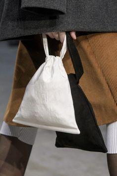 Lucio Vanotti Fall 2018 Fashion Show Details My Bags, Purses And Bags, Fashion Bags, Fashion Accessories, Autumn Fashion 2018, Linen Bag, Fabric Bags, Cute Bags, Diy Clothes