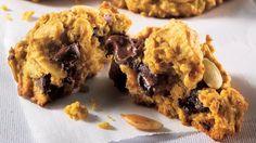Biscuits à la citrouille et aux pépites de chocolat noir | Recettes IGA | Desserts, Potiron, Recette facile