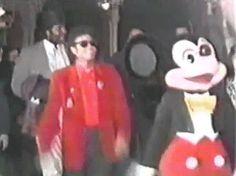 #Disney Sabías que...? #MichaelJackson bailando con #Mickey Mouse. La escena nunca grabada para #Moonwalker