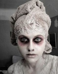 MAKE up artiste hallowen