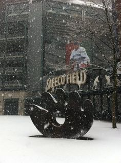 Snow in Seattle. Mariners.