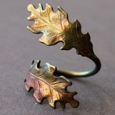 Gorgeous oak leaf wrap ring. Hand-oxidized art in brass. A season or two too soon? Maybe. But nature is always in style....pinned by ♥ wootandhammy.com, thoughtful jewelry.