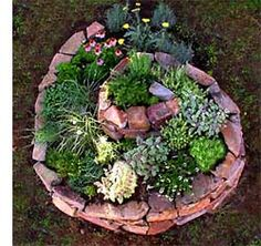 Herb Spiral: permaculture design for a garden bed with flowers and herbs Herb Spiral, Spiral Garden, Brick Garden, Permaculture Design Course, Permaculture Garden, Vegetable Gardening, Organic Gardening, Plantation, Flower Beds