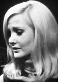 ☆★dark shadows★☆Carolyn Stoddard is the daughter of Elizabeth Collins Stoddard
