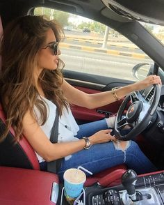 'Apparently he likes taking pics while I'm driving' Car Poses, Girls Driving, Best Photo Poses, Top Luxury Cars, Foto Casual, Luxury Lifestyle Women, Foto Instagram, Shooting Photo, Luxe Life
