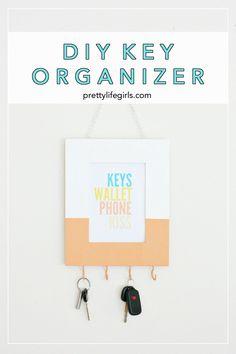 organizationcrafts DIY Key Organizer - The Pretty Life Girls Cool Diy Projects, Vinyl Projects, Clay Projects, Diy Fall Wreath, Key Organizer, Crafts For Kids To Make, Diy Wall Art, Diy Organization, Decor Ideas