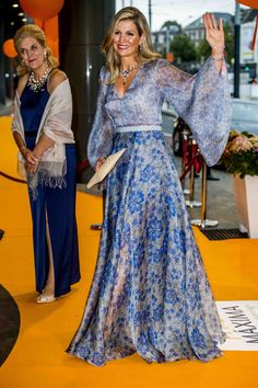 These were the 10 most beautiful dresses of Máxima this year - Celebs African Fashion Dresses, Fashion Outfits, Most Beautiful Dresses, Evening Dresses, Formal Dresses, Queen Maxima, Floor Length Dresses, Royal Fashion, Dress Up